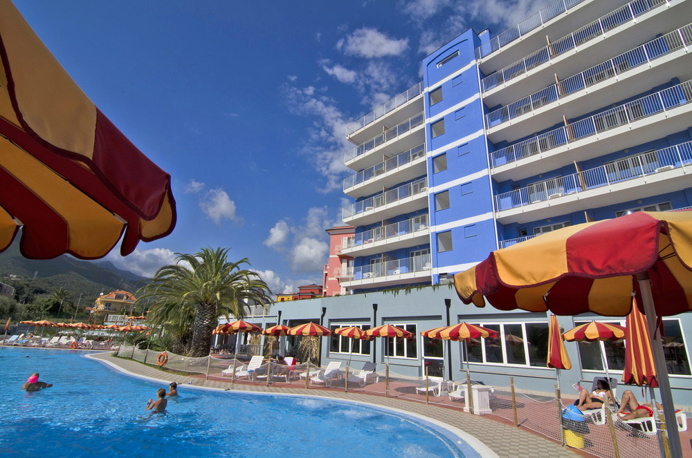 Ai pozzi village loano 20 di sconto pepemare - Hotel jesolo 3 stelle con piscina pensione completa ...