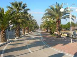 Прогулка вдоль пляжа в Tortoreto Lido