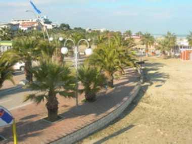 Die Strandpromenade in Tortoreto Lido