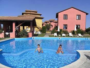Симпатичные курортные квартиры на берегу моря в Фонтебланда