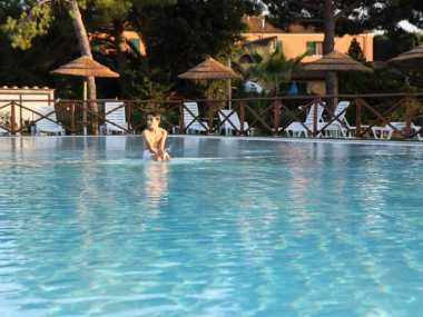 Schwimmbad und Restaurant