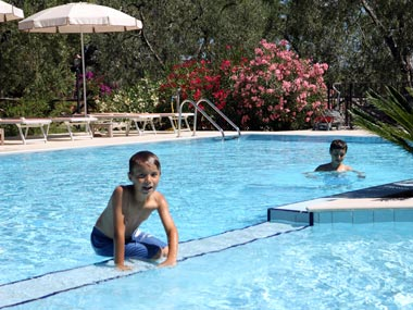 Курортные квартиры с бассейном в Виесте