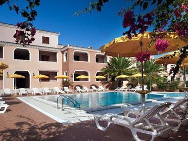 Курортные квартиры с бассейном в Орозеи, Сардиния
